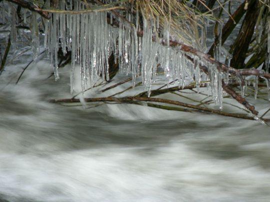 led nad vodou