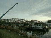 Bourání železničního mostu