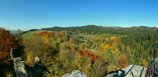 Výhled z hradu Skály