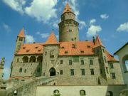 Jádro hradu s palácem a věží