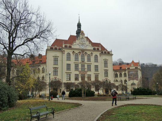 Škola na Lyčkově náměstí