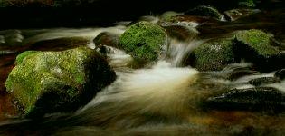 A voda padá ...