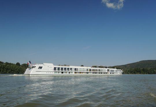 Hotelová loď