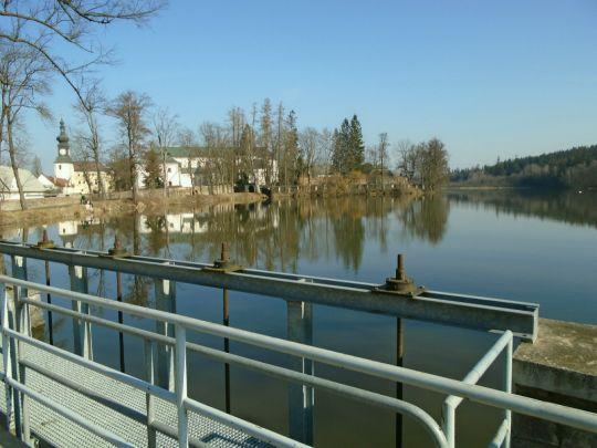 Na hrázi rybníka Konvent