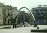 Památník před nádražím
