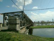 Starý most nad jezem a komorou