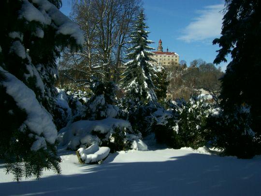 Zimní pohled na náchodský zámek