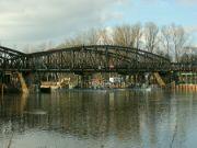 Pontony jsou pod mostem