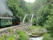 Jeden z mostů na trati