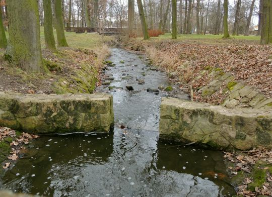 Potok v zámeckém parku