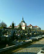 Na novém hřbitově
